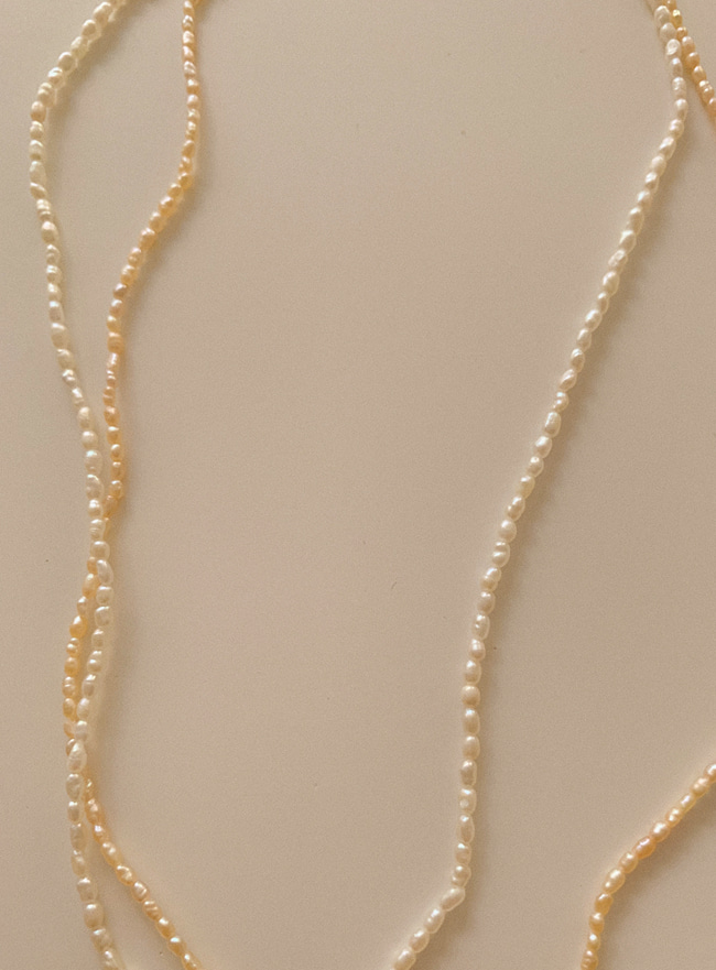 a seed pearl necklace (2 colors)